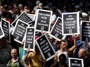 Multitudinaria manifestación contra la deportación de gitanos en Francia.
