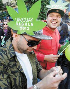 Cannabis-Activistas-apoyo-uruguaya-diciembre_LRZIMA20140107_0001_11