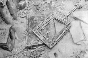 La Cruz de los Angeles y la tapa del Arca Santa. Algunas de las reliquias que se salvaron después de que los mineros dinamitaran la Catedral de Oviedo. Autor: Pelz. Encontrada en Flickr.