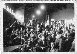 3.Grupo de presos políticos asturianos en una cárcel en Bilbao. 1934. Autoría: Autobús Memoria Digital. Encontrada en el sitio oficial del Gobierno del Principado de Asturias